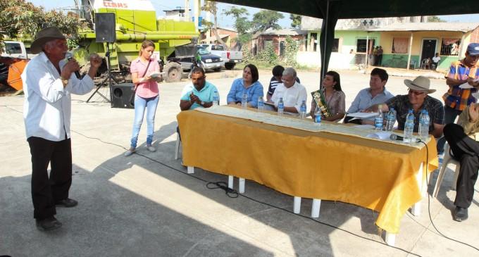 Primer encuentro en sitio entre el alcalde y comunidad rural