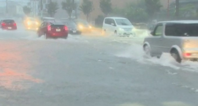 Instan a evacuar a más de dos millones de personas en Japón por el tifón Phanfone