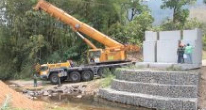 Ventanas: la Prefectura construye puente en sector El Pailón