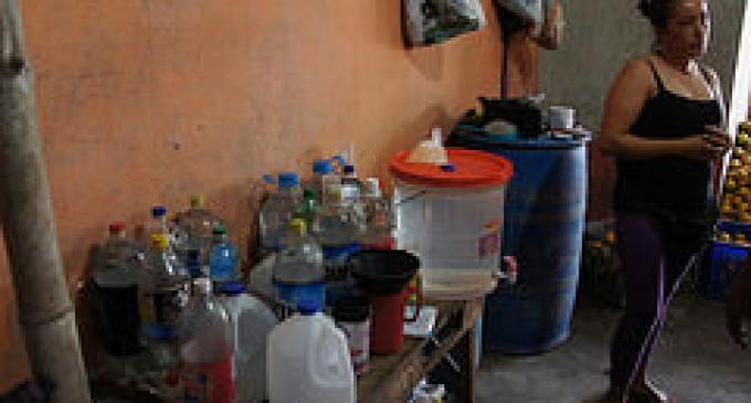 Policía decomisó 550 litros de licor artesanal en Babahoyo
