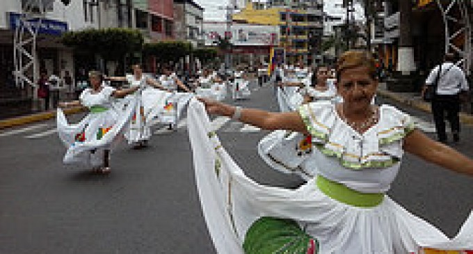 Policía garantizó desarrollo de desfile de artesanos en Quevedo