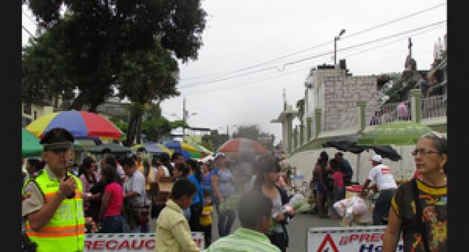 Ciudadanía visita segura los cementerios de Los Ríos
