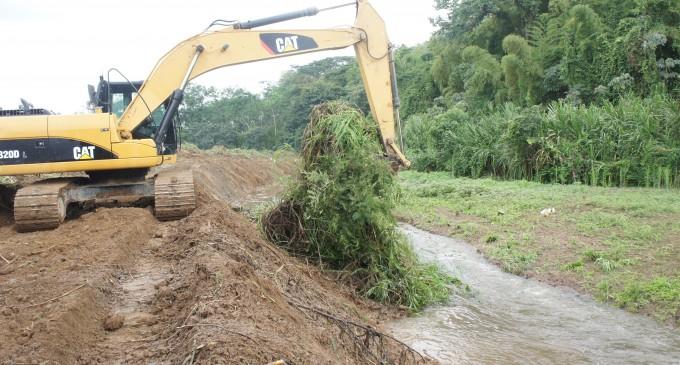Municipio realizó limpieza del estero  en el sector Cruz María, en San Camilo
