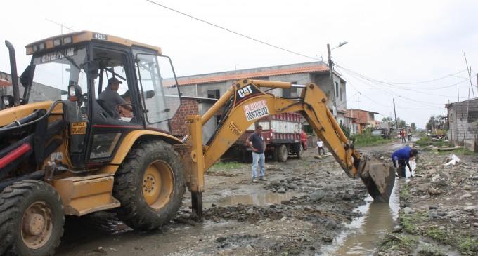 Continúan efectuando limpiezas en canales para evacuación de aguas lluvias