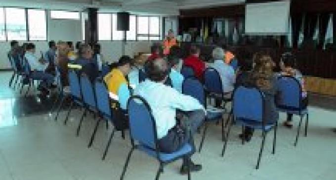 FUNCIONARIOS MUNICIPALES PRESENTAN MANUAL DE GESTIÓN DE RIESGOS