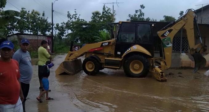 GAD de Urdaneta con Prefectura eliminan aguas estancadas