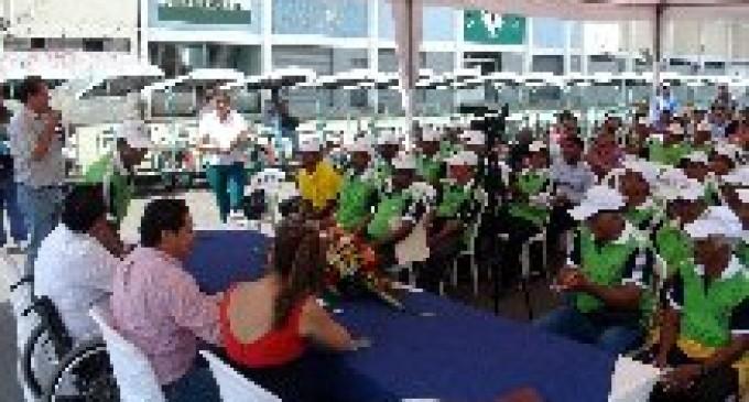 86 familias tricicleros reciben apoyo de la Prefectura