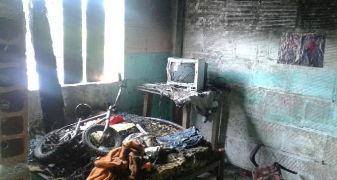 Incendio consume vivienda en parroquia Caracol del cantón Babahoyo