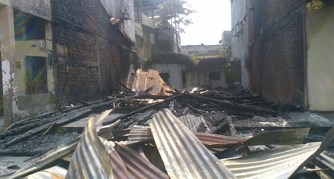 Incendio consume vivienda en centro  Babahoyo