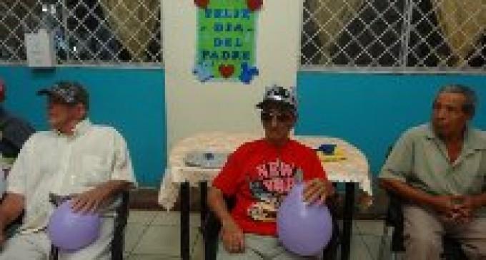 Padres del centro gerontológico fueron agasajados en Babahoyo