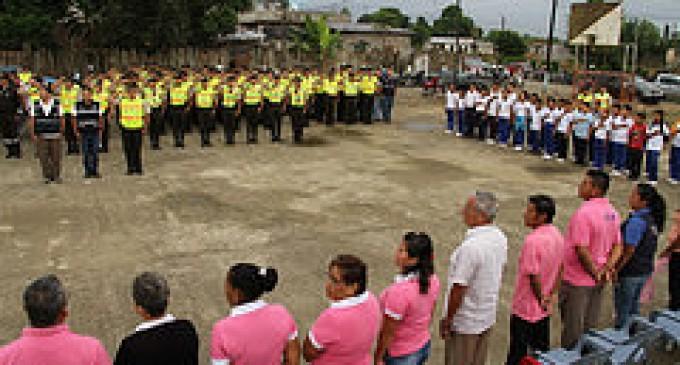 Policía busca desterrar la violencia de los barrios con el 'minuto cívico' en Quevedo