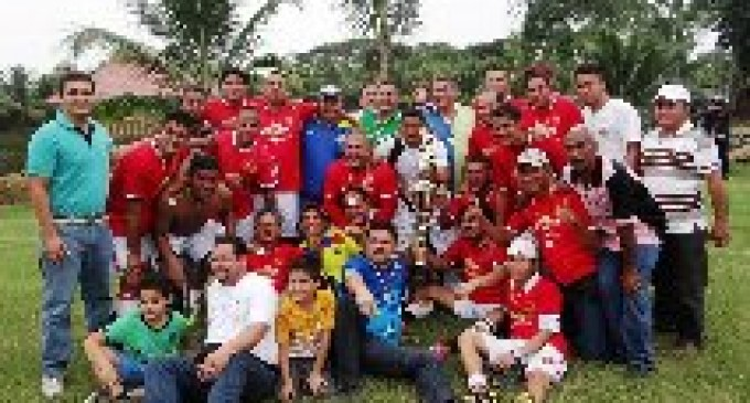 Equipo de futbol del GAD Municipal de Vinces se coronó TRICAMPEÓN