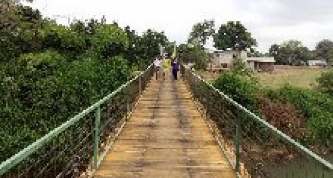 Prefectura de Los Ríos arregla puente peatonal