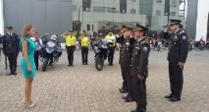 25 clases y policías ascendieron de grado en Babahoyo