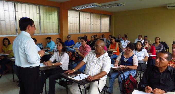 Docentes participan en el  Seminario de Pedagogía de la Educación Superior