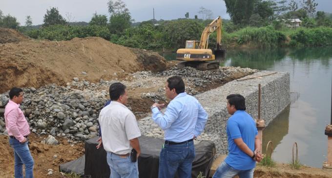 Obras de protección y mantenimiento en dos represas de Babahoyo