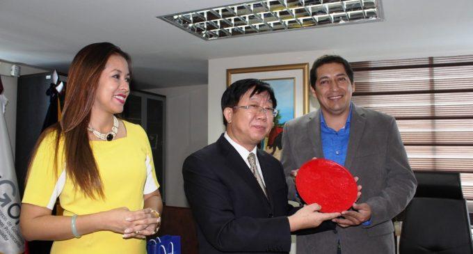 Prefecto recibe visita del Cónsul de China y establecen acuerdos de cooperación mutua