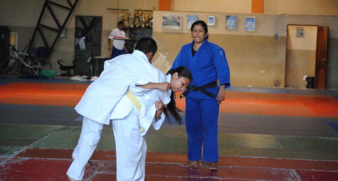 Glenda Miranda aplica su dosis de experiencia como entrenadora de judo