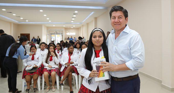 BACHILLERES DE UNIDAD EDUCATIUVA 5 DE JUNIO RECIBIERON TABLETS