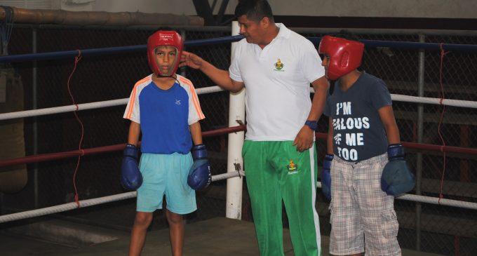Dictan charlas a entrenadores de box en Quevedo