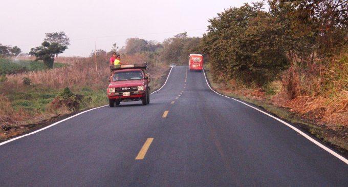La Prefectura ejecuta obras de desarrollo vial en Vinces