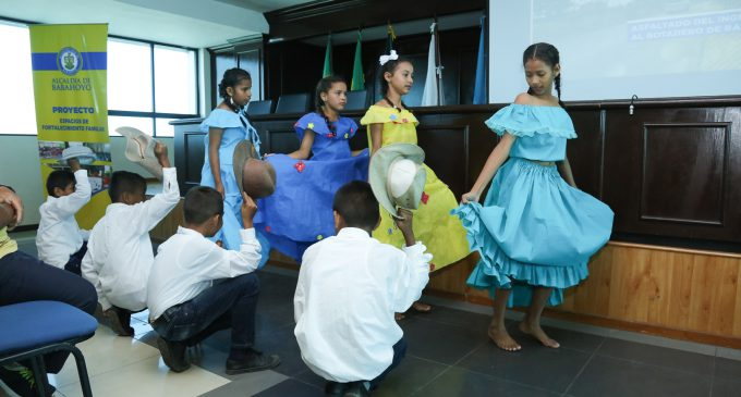 NIÑOS Y ADOLESCENTES DE BABAHOYO RECIBIERON KITS ESCOLARES
