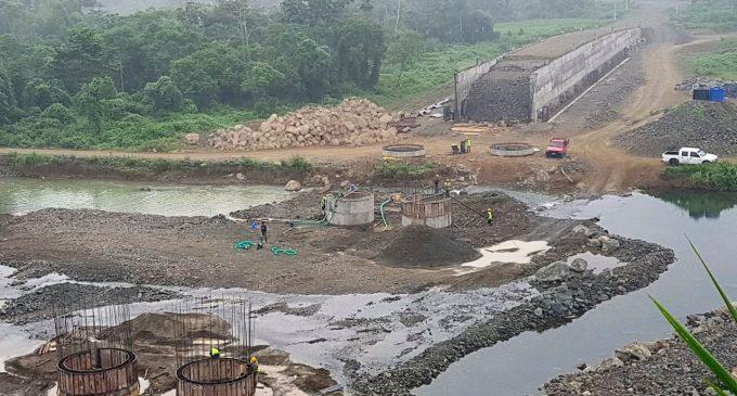 Puente sobre el río Quindigua registra 54% de avance