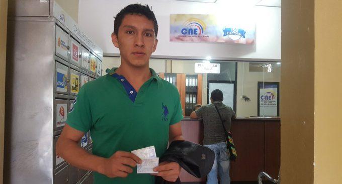 El CNE comienza la entrega de certificados de votación definitivos