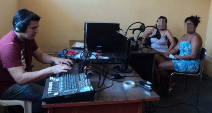 La radio sirve como terapia para las internas  Esta noticia ha sido publicada originalmente por Diario EL TELÉGRAFO bajo la siguiente dirección: http://www.eltelegrafo.com.ec/noticias/judicial/13/la-radio-sirve-como-terapia-para-las-internas