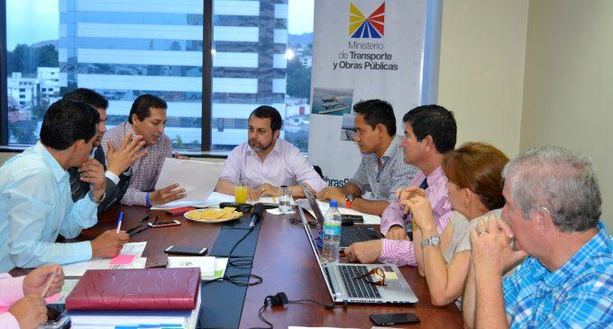 MTOP y Prefectura de Los Ríos mejorarán red de caminos vecinales