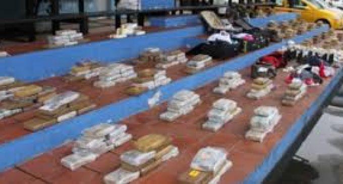 50 bloques de droga decomisados tras operativo de la Armada