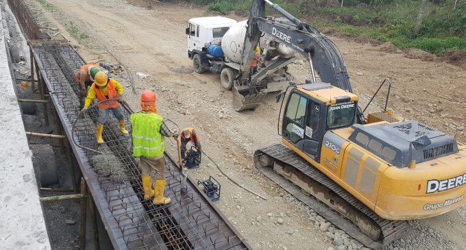 Avanza construcción del puente sobre el río Quindigua y vías de acceso