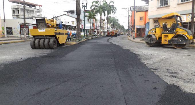 Municipio inicia asfaltado en calle June Guzmán