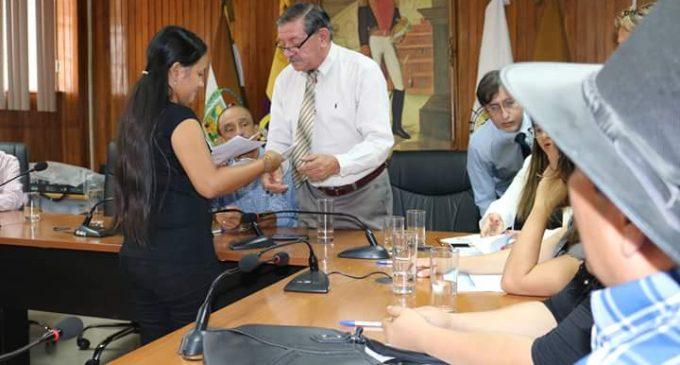 Seguro Sucre y UTB entregaron indemnización a estudiantes
