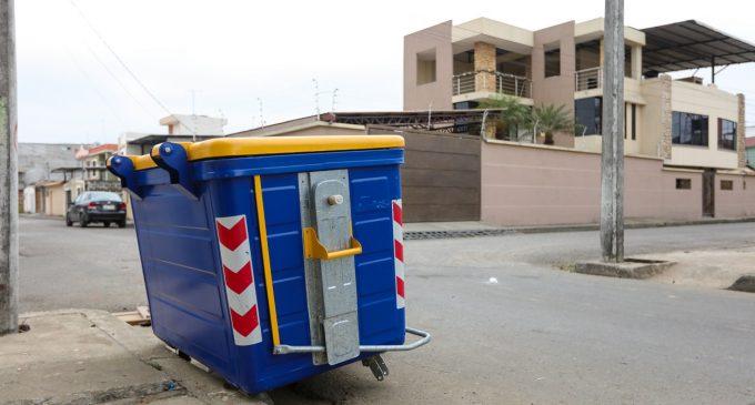 Sustraen llantas de contenedores de basura