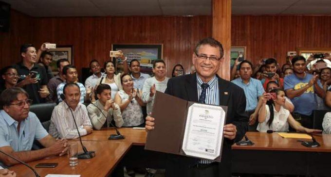 Nuevas autoridades de UTB reciben credenciales