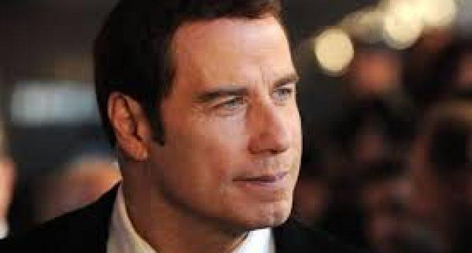 John Travolta habría intentado resucitar a su hijo