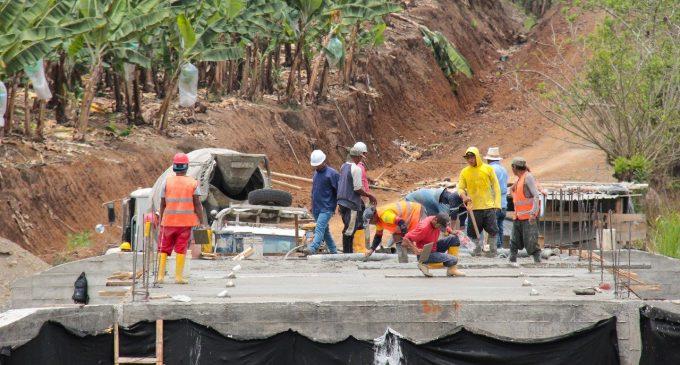 Gobierno de Los Ríos en construcción de puente en El Guabito