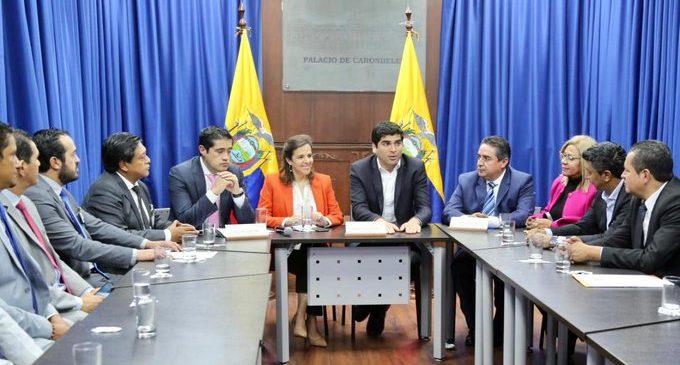 ECUADOR PONE FIN AL CONVENIO DE SALUD CON CUBA