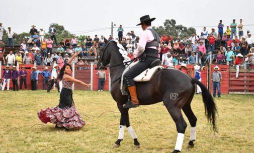 CABALGATA Y RODEO MONTUVIO EN URDANETA