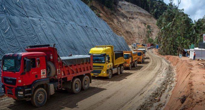 Ecuador exporta su primer cargamento de oro a Europa proveniente de Zamora