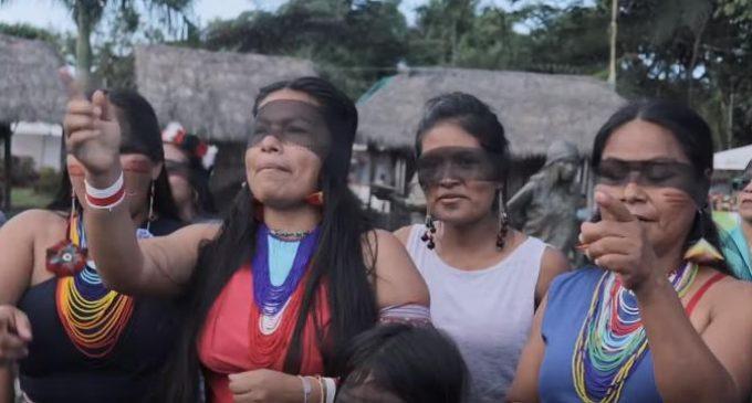 Un violador en tu camino': Mujeres indígenas entonaron el himno feminista en Puyo