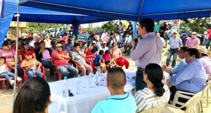 PREFECTO MANTIENE DIÁLOGO CON MORADORES DE FEBRES CORDERO