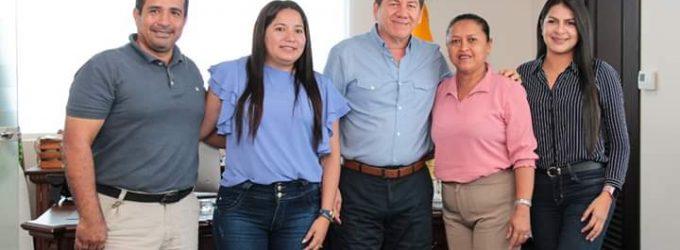 PREFECTO SE REUNE CON ALCALDESA DE LAS NAVES