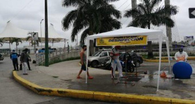 INSTALAN ARCO DE DESINFECCIÓN
