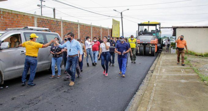 PREFECTURA DE LOS RÍOS  ASFALTA CALLES EN LA UNIÓN