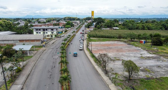 PREFECTURA DE LOS RÍOS ASFALTA AVENIDAS PRINCIPALES DE MOCACHE